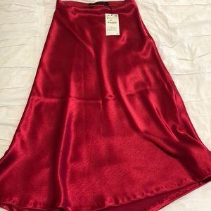 Brand New Zara Flowy Midi Skirt Cherry Red Size S